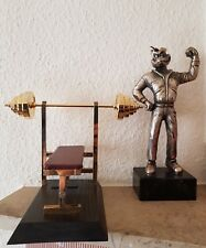 Bodybuilder Hantelbank.Miniatur.Messing vergoldet mit Holzsockel.