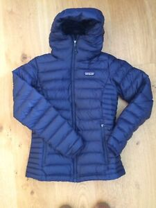 Patagonia Women's Down Sweater Hoody, Classic Navy, Size XS