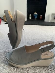 CLARKS GREY LEATHER SLINGBACK OPEN TOE WEDGES ULTIMATE COMFORT SIZE 8.5 D