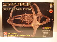 1995 Rare Sealed Star Trek Ds9 Space Station with Fiber Optic Lighting System.