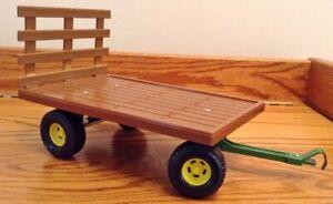 John Deere Vintage Hay Wagon 1/32 Green and Brown Ertl 12785 ~ NICE