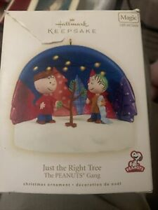 Hallmark Ornament, 2009 Just the Right Tree, The Peanuts Gang  Light And Sound