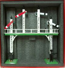 ACE TRAINS O GAUGE SIGNAL GANTRY  WITH WORKING LIGHTS