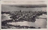 uralte AK, Stralsund, die Inselstadt am Meer, Altstadt == Bahnstrecke vorn