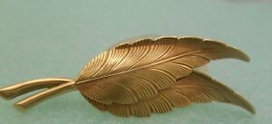 Tiffany & Co 14K Gold Engraved Feather / Leaf Numbered Brooch Pin w/ Pouch