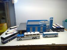 GREYHOUND BUS STATION 30-9040 MTH RAILKING w/Taxis & Additional Busses (O36)