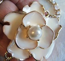 VINTAGE BEAUTIFUL LARGE ENAMEL FLOWER WITH PEARL PENDANT NECKLACE ESTATE JEWELRY