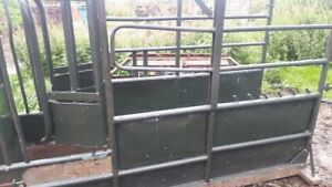 3 point linkage cattle crush all works as it should good condition