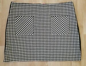 LADIES SHORT BLACK AND WHITE HOUNDSTOOTH SKIRT SIZE 20