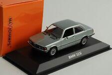 BMW 323i E21 1975 Azul Plateado Metálico 1:43 Minichamps Diecast