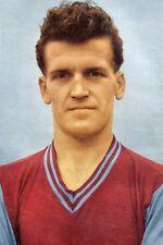 Football Photo>BOBBY THOMSON Aston Villa 1950s