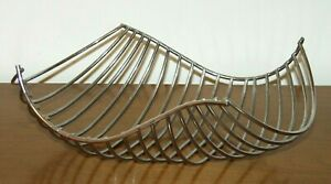 SILVER WIRE BASKET/TRAY CENTERPIECE  Modern Wave Form -15x10 inches - Heavy Wire