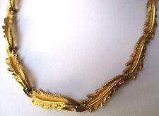 collier bijou vintage décor feuillage en relief couleur or  signé marvella 300