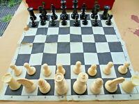 Altes Schachspiel Könogsgroße 92 mm mit Schachplan