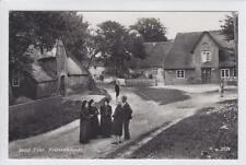 AK Insel Föhr, Strasse, Frauen in Tracht, Foto 1935