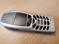 NEUE / KOMPLETTE Beschalung für Nokia 6310 und Nokia 6310i in der Farbe silber !
