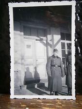 Photo argentique guerre 39 45 soldat Allemand wehrmacht WWII devant casernement