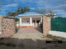 Detached 3 double bedroom villa Double plot with Garage / pool, Pedralba, Spain