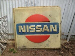 NISSAN DEALERSHIP SIGN