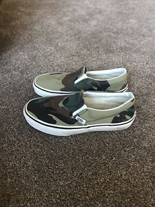 Vans Off The Wall unisex canvas slip on shoes, size 2 / 33.