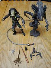Neca 2008 Unmasked Wolf Predator & Predalien Figure AVP Requiem series