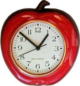 138001F artline Keramik Küchenuhr Apfel-Form Knallrot Braunrand Funkuhr Glasrand