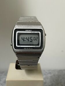 VINTAGE SEIKO DIGITAL LCD MEN'S WRIST WATCH F039-5010 WORKING & ORIGINAL STRAP