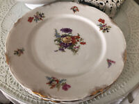 "4 Beautiful Warwick China Floral 10"" Dinner Plates Scalloped Gold Trim"