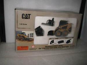 1.32 CAT CATERPILLAR 226B SKID STEER LOADER WITH WORK TOOLS  MEN AT WORK  #55181