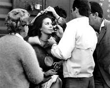 "NATALIE WOOD ON THE SET OF ""THIS PROPERTY IS CONDEMNED"" - 8X10 PHOTO (AZ872)"