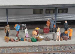 Walthers SceneMaster HO Scale Suitcases/Packs/Baggage Trolleys (86-Piece Kit)