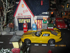 "TRAIN GARDEN HOUSE VILLAGE "" YELLOW DODGE VIPER "" plus+ DEPT 56/LEMAX info!"