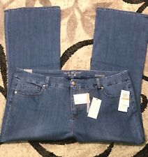 NWT Melissa McCarthy Seven7 Plus Size Blue Wash Flare Jeans MSRP $89!!