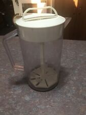 New listing Pampered Chef Quick Stir Pitcher 2 Quart Checkered Design with Plunger 2270