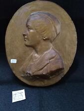 PLAQUE DECORATIVE ANCIENNE EN PLATRE REPEINT PERSONNAGE FEMININ REF25090