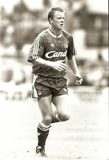 Original Press Photo Liverpool FC Steve Nicol 1989 running on one leg