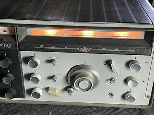 National NC303 Ham Radio receiver, in great condition.
