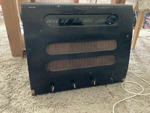 Murphy Valve Radio Type A122 Vintage for restoration or spares.