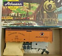 HO scale Athearn  Northern Pacific 40'  Reefer  kit    NP 91349  vintage