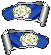 COPPIA di piccole dimensioni Squarciata IN METALLO RIP TAGLIO Yorkshire Rosa York Bandiera Auto Adesivo Decalcomania