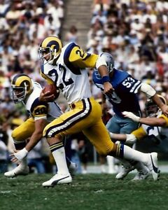 JOHN CAPPELLETI 8X10 PHOTO LOS ANGELES RAMS LA PICTURE NFL FOOTBALL WITH BALL