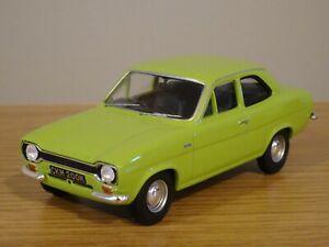 CORGI VANGUARDS FORD ESCORT MK1 RS 1600 LE MANS GREEN CAR MODEL VA09528 1:43