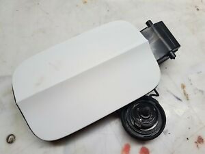 GENUINE 2012-2016 AUDI A3 S3 8V FUEL CAP AND COVER FUEL FLAP IN PEARL WHITE 5DR