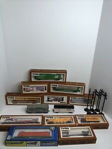 HO Tyco Silver Streak Diesel Train Engine #4301 With Caboose and extras Cars !!