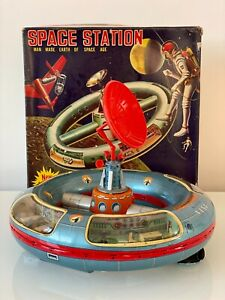 RARE SH HORIKAWA JAPAN TIN B/O SPACE STATION 1965 IN BOX ROCKET SHIP ROBOT ATC !