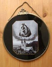 Wallfahrt, altes Bild hinter Glas, Messingblech gerahmt an Kette, rund 20 cm