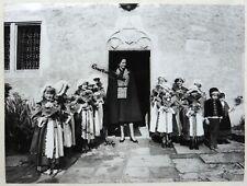 PHOTO PRESSE Mme Giscard d'Estaing à DOMREMY VOSGES avec enfants 1974 T925