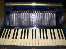 Accordion w/case made in Italy plays