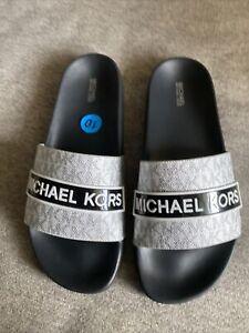 Michael Kors Flip Flops Women's Size 10 Sliders Black/Gray/White  Signature