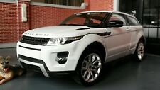 White Land Range Rover Evoque Welly 1:24 Scale Diecast Detailed Interior Model